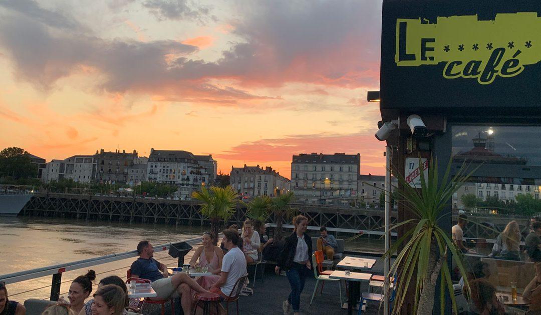 Levrette Café, Bar